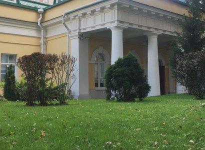Гусарский, фото здания